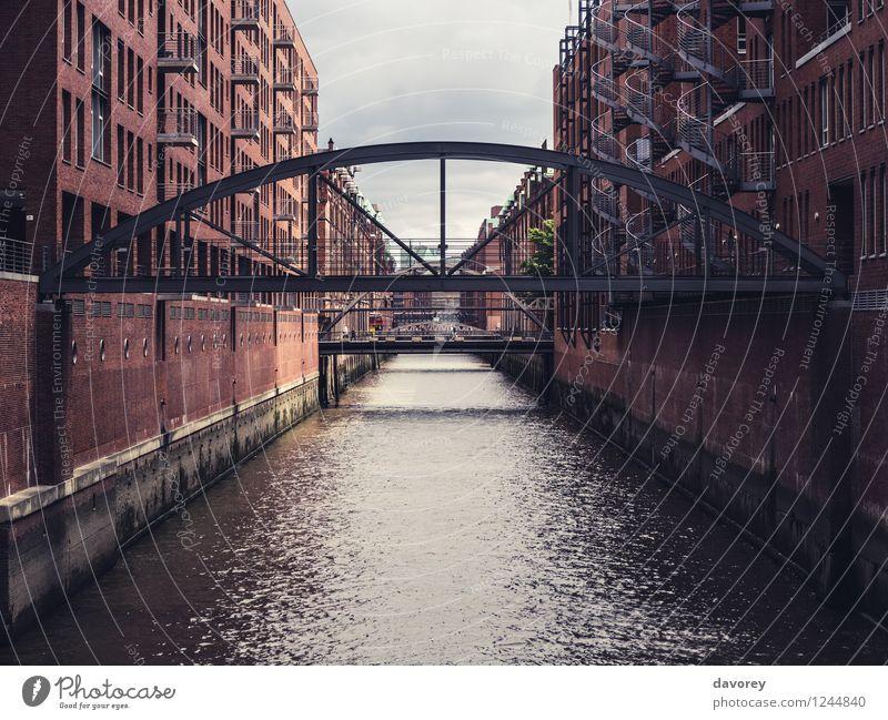 Hafencity Hamburg Deutschland Europa Stadt Hafenstadt Altstadt Brücke Gebäude Architektur Sehenswürdigkeit Alte Speicherstadt Verkehrsmittel Schifffahrt