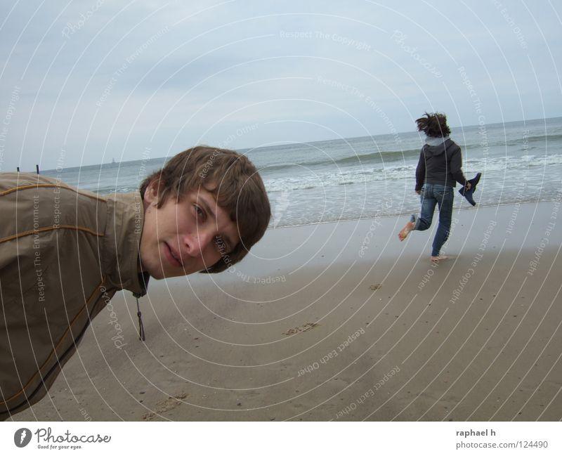 hinterher? Meer Strand Fragen Wellen flattern Fußspur Überraschung erstaunt Horizont nass Sturm Freude Wasser Bewegung rennen laufen Wind Sand Neigung
