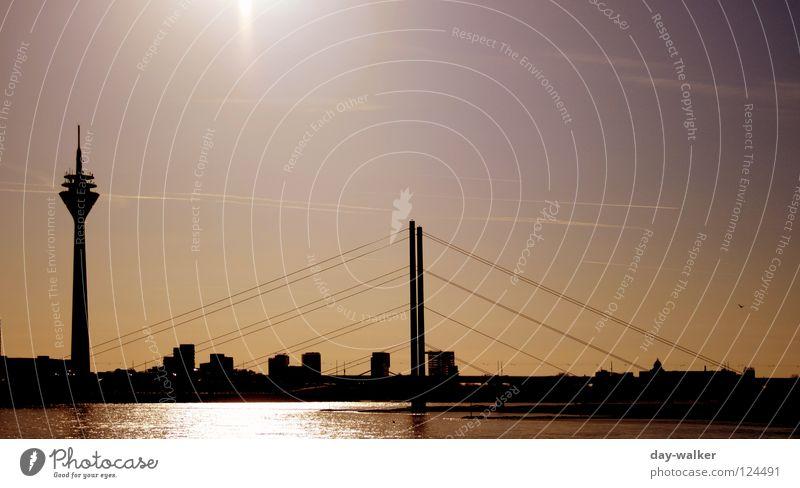 Alles senkrecht Gebäude Bauwerk Säule streben Stadt Wolken Silhouette Antenne Reflexion & Spiegelung Brücke Wahrzeichen Denkmal Himmel Turm Seil Drahtseil Fluss