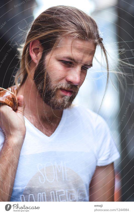 windy maskulin Junger Mann Jugendliche 1 Mensch 18-30 Jahre Erwachsene langhaarig Bart Vollbart trendy schön Farbfoto Außenaufnahme Nahaufnahme Tag