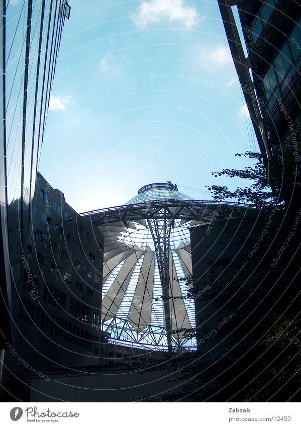 sonne durch sony center Sony Center Berlin Cinemaxx Kuppeldach Dach Gebäude Wolken dunkel teuer bizarr Licht Europa Tourist Attraktion Kino Stimmung Eindruck