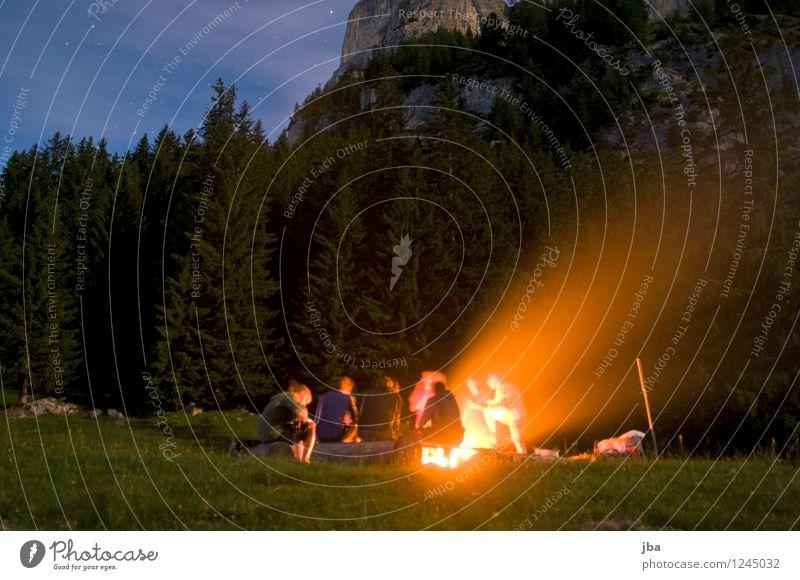 grillen mit freunden ein lizenzfreies stock foto von photocase. Black Bedroom Furniture Sets. Home Design Ideas