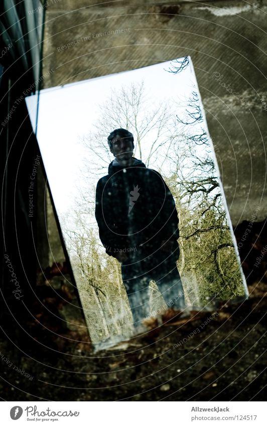 ausrangiert Spiegel Spiegelbild Reflexion & Spiegelung Selbstportrait abgelegen Licht Herbst Wand Porträt unklar grau Gemälde Mann Vergänglichkeit selbst parken