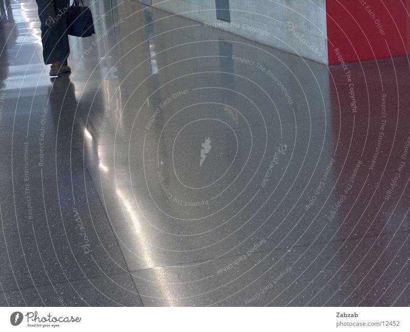 zurich airport Eile Reflexion & Spiegelung Licht Lampe Raumpfleger Reinigen Wagen Luftverkehr Flugplatz Bodenbelag Untergrund Flughafen Stress Tanzfläche