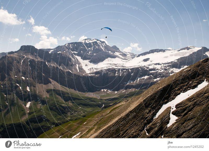 vor dem Wildhorn Lifestyle Wohlgefühl Zufriedenheit Erholung ruhig Freizeit & Hobby Ausflug Freiheit Sommer Berge u. Gebirge Sport Gleitschirm