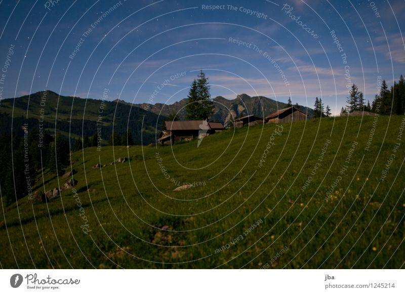 nachts auf der Alp ruhig Berge u. Gebirge Hütte Alm Alphütte Stall Scheune Landschaft Nachthimmel Schönes Wetter Gras Wiese Alpen Gsteig Saanenland Schweiz