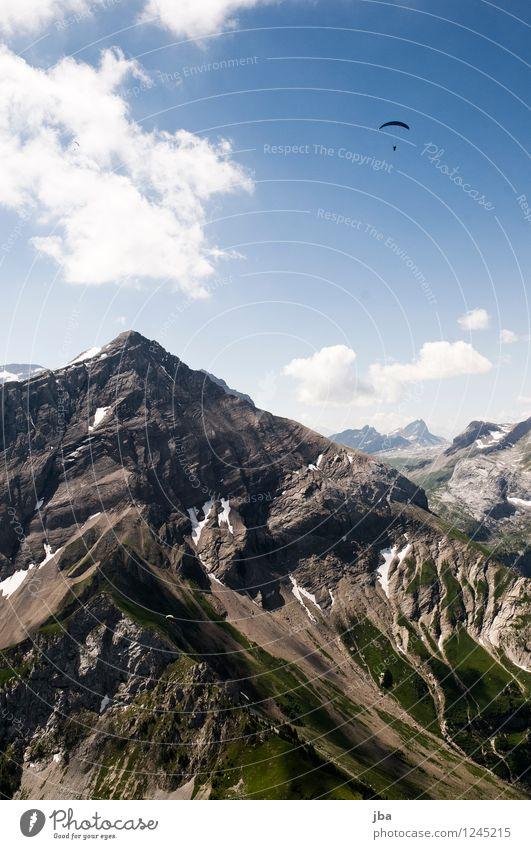 über dem Spitzhorn Himmel Natur Sommer Erholung ruhig Berge u. Gebirge Sport fliegen Lifestyle Felsen Zufriedenheit Freizeit & Hobby Luft Luftverkehr Ausflug