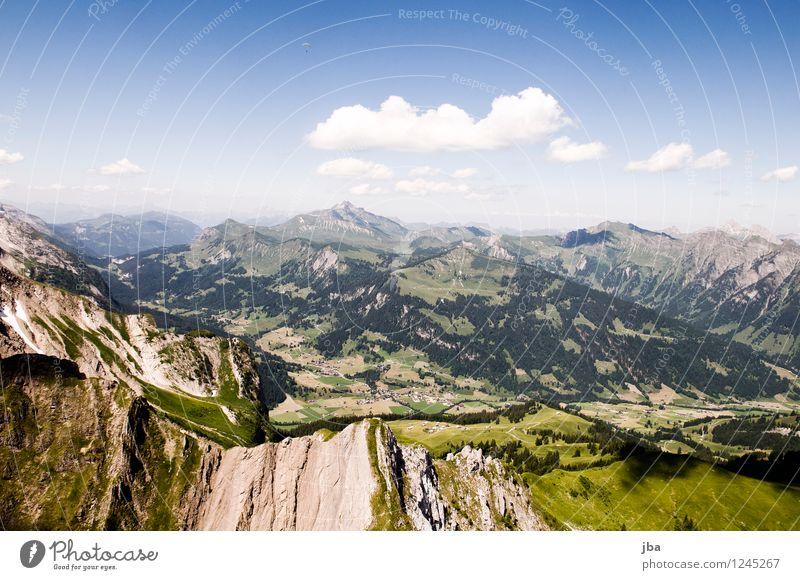 Blick nach Gsteig Himmel Natur Sommer Erholung ruhig Wald Berge u. Gebirge Sport Freiheit fliegen Lifestyle Felsen Zufriedenheit Freizeit & Hobby Luft