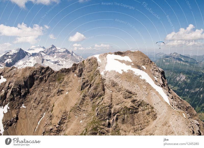 Bruno vor dem Spitzhorn Himmel Natur Sommer Erholung ruhig Wolken Ferne Berge u. Gebirge Schnee Sport Freiheit fliegen Lifestyle Felsen Zufriedenheit