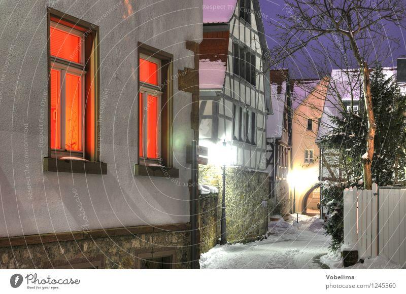 Winter in Groß-Umstadt Architektur Schnee Haus Gebäude Mauer Wand Fenster Straße Wege & Pfade kalt Außenaufnahme Menschenleer Textfreiraum links Abend Dämmerung