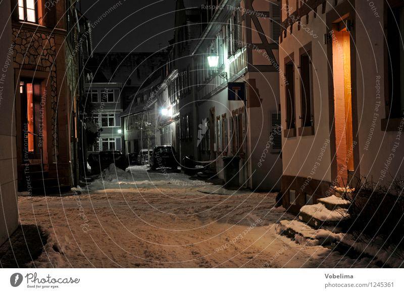 Winterabend in Groß-Umstadt Dorf Kleinstadt Altstadt Menschenleer Haus Gebäude Architektur Mauer Wand Treppe Fassade Straße dunkel braun grau orange schwarz