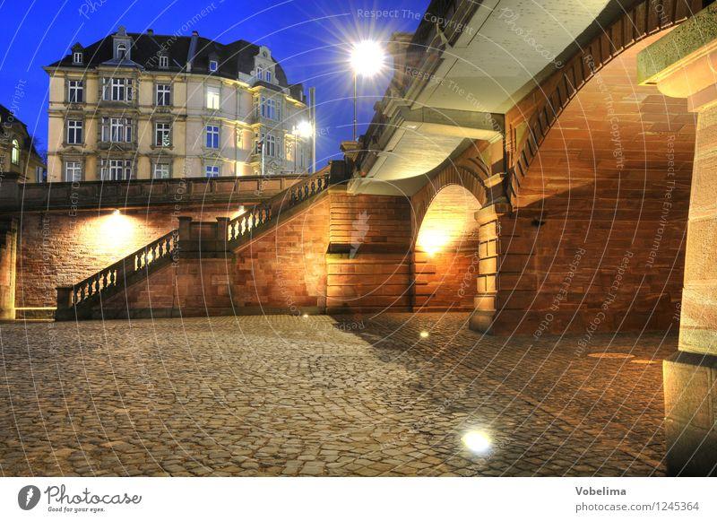 Abend in Frankfurt Frankfurt am Main Stadt Altstadt Haus Brücke Gebäude Architektur Mauer Wand Treppe Fassade blau braun gelb gold grau Farbfoto Außenaufnahme