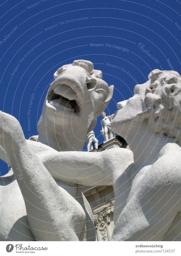 halb zog er sie, halb sank sie hin...(oder so ähnlich) weiß blau Bewegung Kunst Pferd Statue Skulptur Maul Kunsthandwerk Nüstern