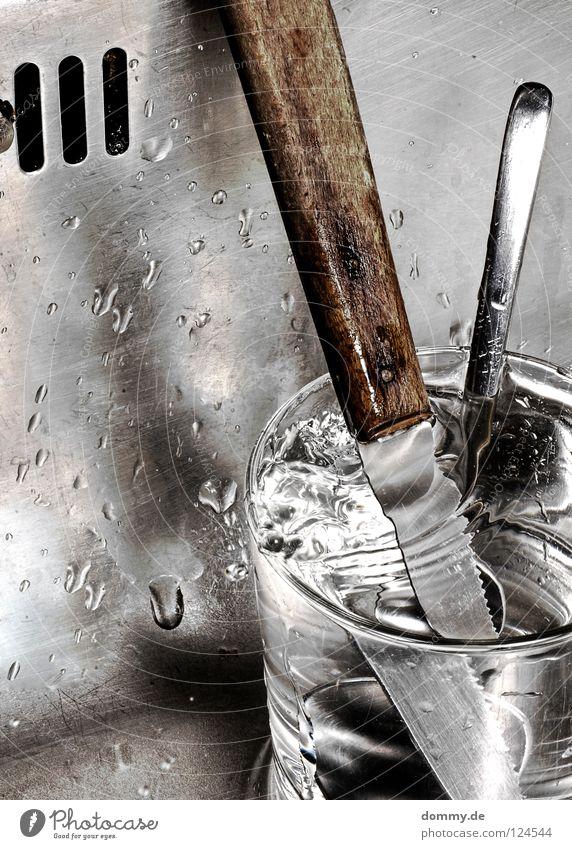 +21 Wasser alt Holz Metall Glas glänzend dreckig Glas Wassertropfen Ecke Flüssigkeit Stengel Handwerk silber Griff Messer