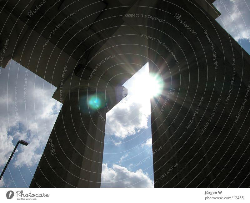 strahlend Licht Wolken Himmel Architektur Sonne Schatten Tor Säule Düsseldorf ratinger tor sun light shadow clouds sky Gate columns