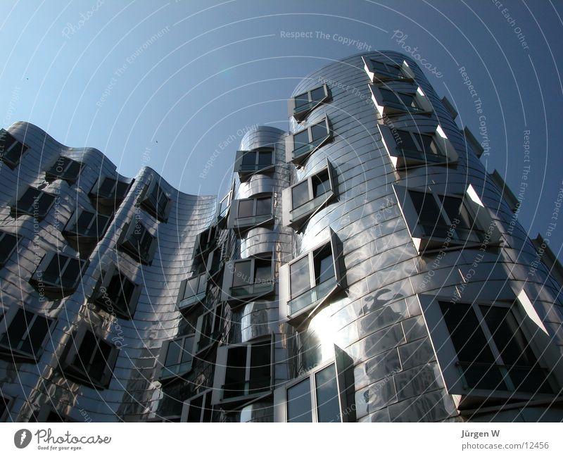 Gehry-Bauten Haus Stahl Zollhof krumm Himmel Portwein Architektur hoch Düsseldorf Hafen Gehry Bauten buildig steel high sky blue bent Neigung