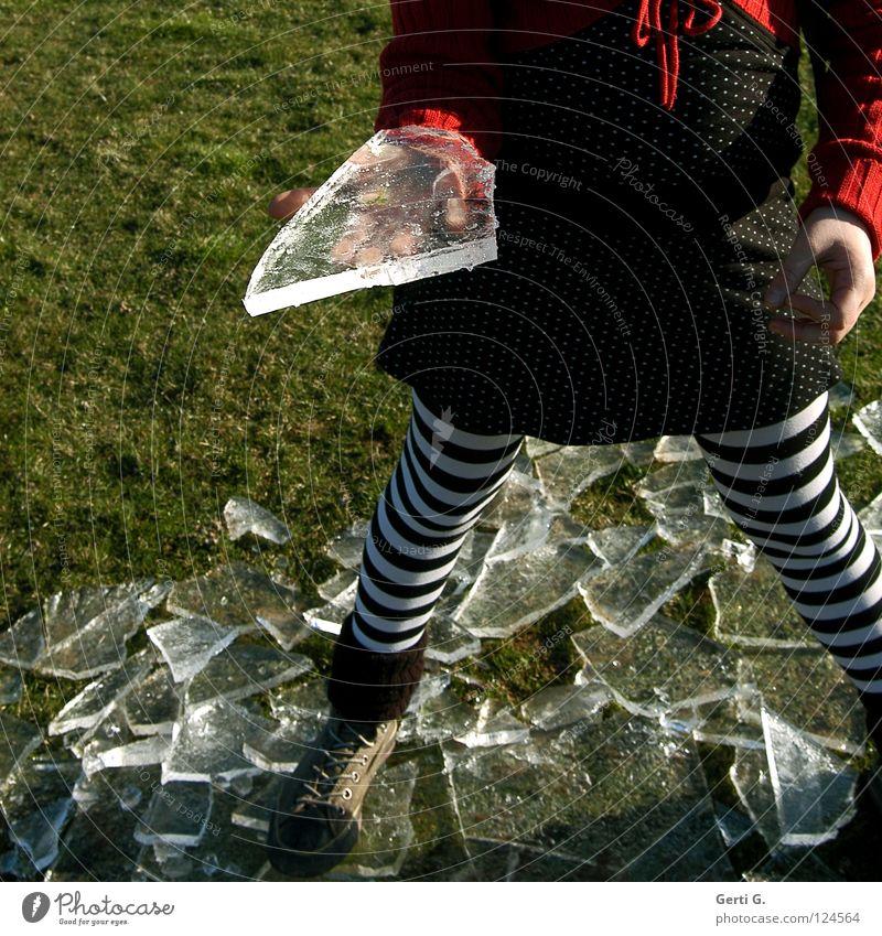 da, für Dich Kind Hand rot Winter Wiese kalt Gras Eis nass Seil Coolness Frost Rasen festhalten gefroren Cocktail