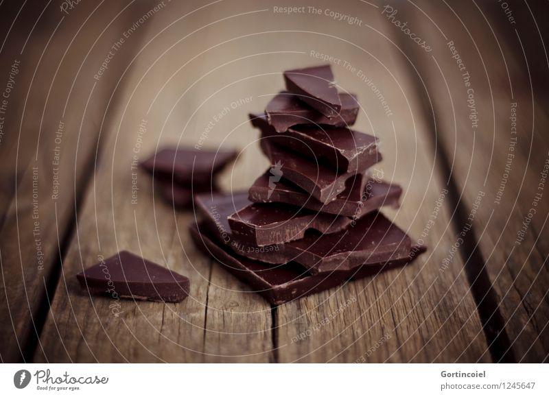 Zartbitter Foodfotografie Lebensmittel braun Ernährung süß lecker Süßwaren Schokolade Holztisch Kakao schokobraun Schokoladenbruch