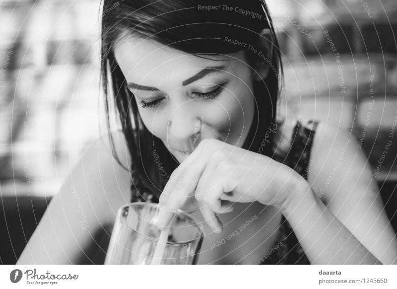 Sommertage Lifestyle elegant Stil Freude Leben harmonisch Erholung Freizeit & Hobby Restaurant Flirten trinken Lächeln Freundlichkeit Fröhlichkeit positiv