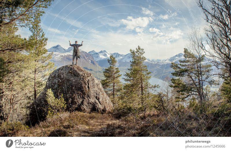Im am the King of the World Mensch Himmel Ferien & Urlaub & Reisen Mann Sommer Ferne Berge u. Gebirge Gras Sport Freiheit Felsen Tourismus Kraft wandern Erfolg Aussicht