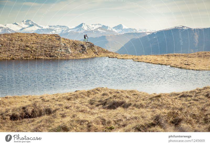 Edge Mensch Natur Landschaft Freude Berge u. Gebirge Umwelt Gras Sport Freiheit Freizeit & Hobby Fahrrad wandern frei Ausflug Lebensfreude Fahrradfahren
