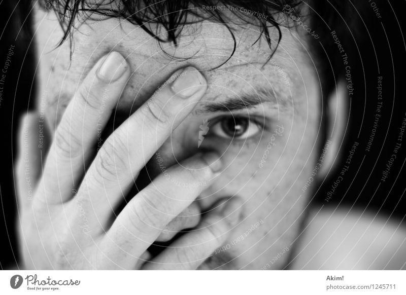 Reue! Mensch Jugendliche Junger Mann 18-30 Jahre Erwachsene Traurigkeit Gefühle maskulin Angst nachdenklich Zukunftsangst verstecken Verzweiflung Sorge stagnierend Scham