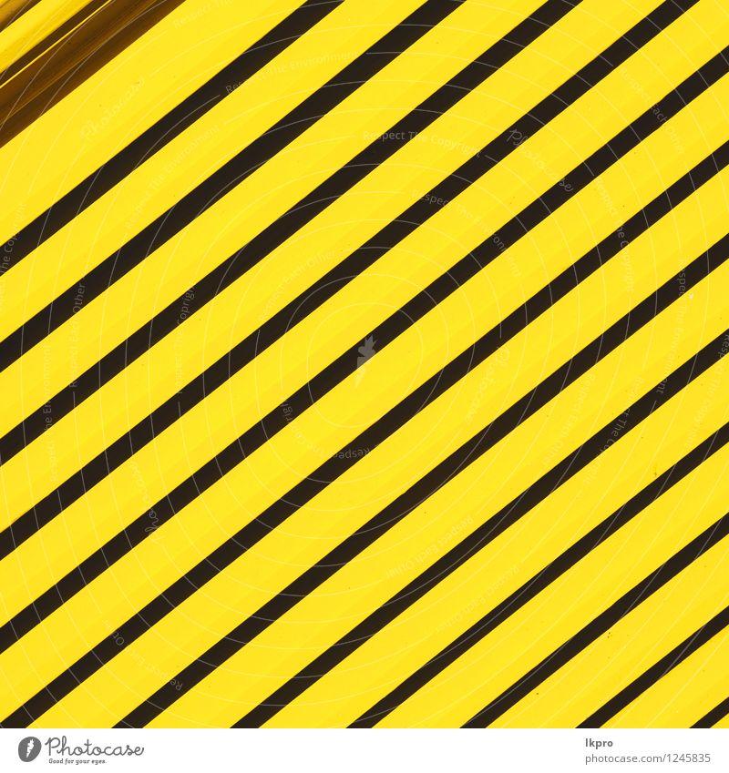 gelbes abstraktes Metall in England London alt schwarz grau Linie Design Dekoration & Verzierung Perspektive Industrie Schutz Zaun Barriere Rost Material Stahl