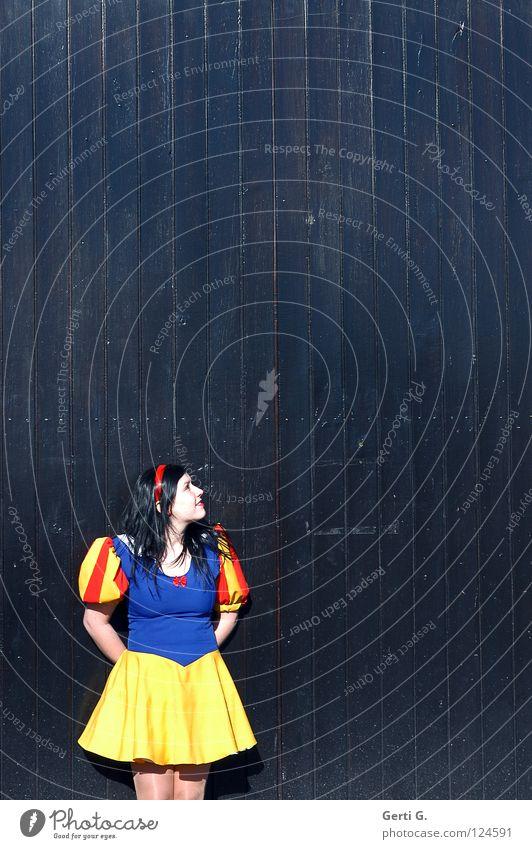 SnoWittchen Frau Kind Mädchen Freude schwarz Einsamkeit Holz Raum Kunst Arme klein hoch Fröhlichkeit Platz Kleid Karneval