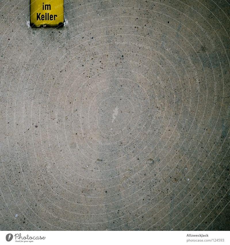 Wand 2.0 schön gelb Stil grau Design Beton leer Schriftzeichen Buchstaben unten Hinweisschild Putz Keller Reiter Symbole & Metaphern