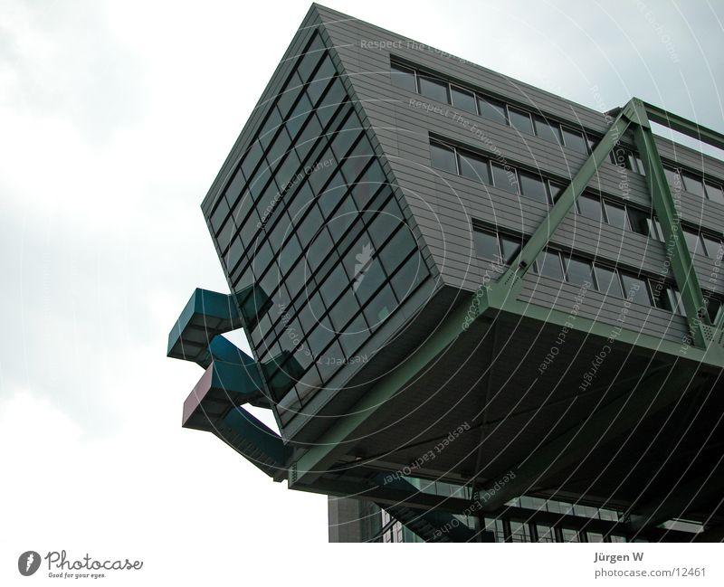 Der Klotz Gebäude Architektur Hafen Düsseldorf Glas verrückt building architecture prot glass diagonally