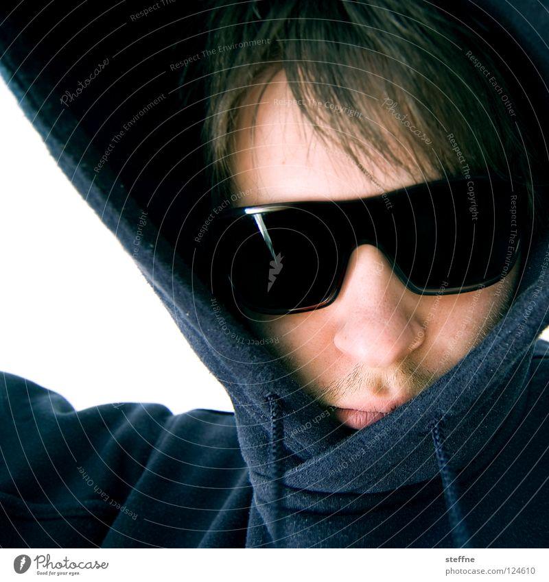 KAPUZINERMENSCH Porträt Sonnenbrille Kapuze Kapuzenpullover gefährlich gnadenlos Krimineller Cappuccino Mann steffne self Coolness Selbstprotrait sunglasses