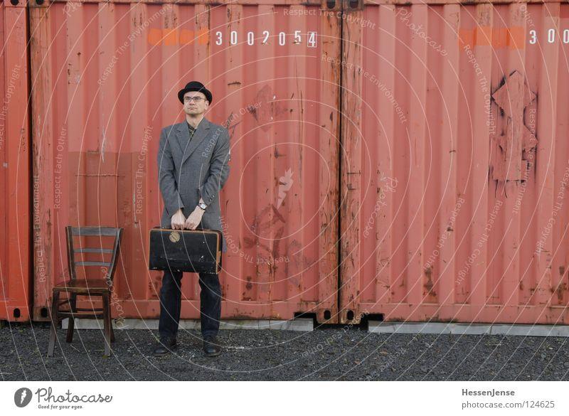 Person 22 rot Einsamkeit Zeit Angst Schriftzeichen Erfolg warten Hoffnung Stuhl Hut Langeweile Koffer frieren Gott Mantel Trennung