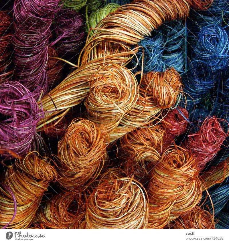 wirr.warr mehrfarbig Korb Stroh gebunden wickeln Bast durcheinander Naturmaterial Dekoration & Verzierung Pflanze Vase gestalten Möbel Kunst Farbe eingefärbt