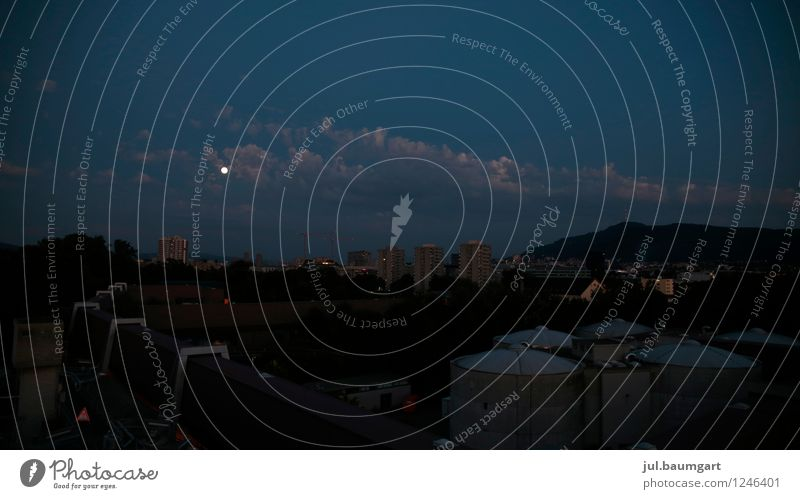 Zürichnacht Wolken Mond Vollmond Sommer Schweiz Stadt Menschenleer Einsamkeit Farbfoto Außenaufnahme Nacht Totale