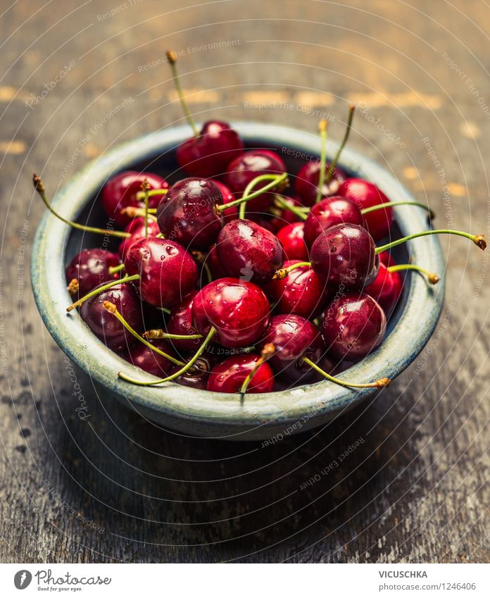 Kirschen in blauer Schüssel Natur Sommer Gesunde Ernährung Leben Stil Garten Lifestyle Lebensmittel Design Frucht frisch Tisch retro Bioprodukte Dessert