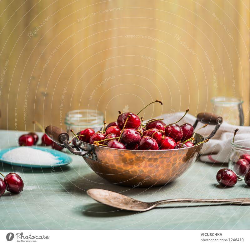 Süßkirschen im Topf auf Küchentisch Sommer Gesunde Ernährung Wand Leben Stil Mauer Lebensmittel Design Frucht Glas Tisch Kochen & Garen & Backen Getränk