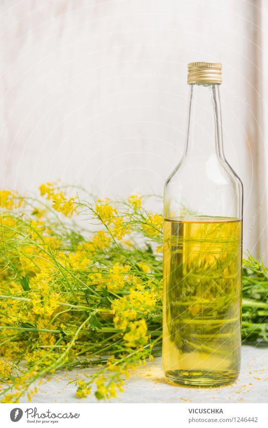 Glasflasche mit Raps Öl Lebensmittel Bioprodukte Vegetarische Ernährung Diät Flasche Stil Design Gesunde Ernährung Natur Pflanze Blatt Blüte Nutzpflanze gelb
