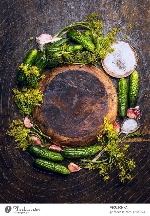 Zutaten für Gurken Einlegen Lebensmittel Gemüse Kräuter & Gewürze Ernährung Bioprodukte Vegetarische Ernährung Diät Teller Schalen & Schüsseln Löffel Stil