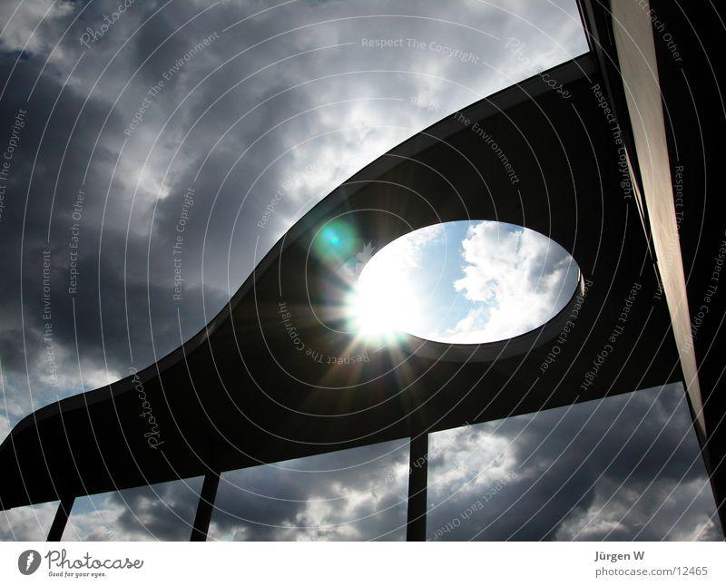 Durchbruch Dach Handelszentrum Gegenlicht Wolken dramatisch Strahlung Licht grau Himmel Architektur Düsseldorf Sonne roof sky sun back light clouds dramatically
