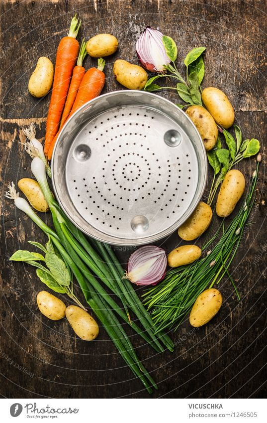 Bio Saisonales Gemüse um dem Sieb Lebensmittel Kräuter & Gewürze Ernährung Mittagessen Abendessen Bioprodukte Vegetarische Ernährung Diät Geschirr Stil Design