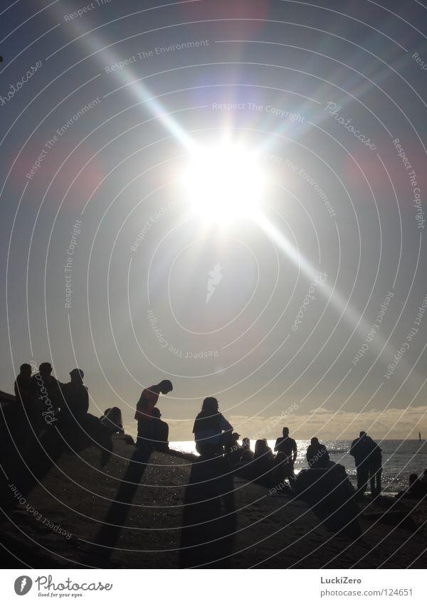 Sonnenanbeter Mensch Himmel Sonne Meer Sommer Freude Strand Ferien & Urlaub & Reisen ruhig Wolken Erholung Freiheit Wärme hell Zusammensein Deutschland