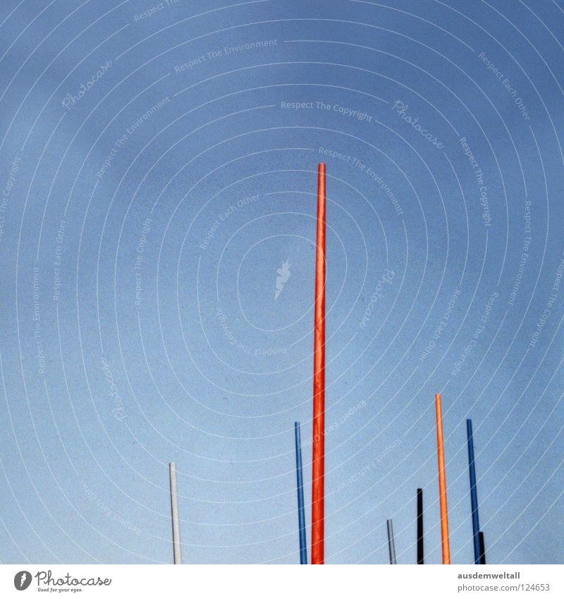 ::Nimm den Stift und mal etwas:: mehrfarbig rot gelb weiß schwarz grau hell-blau graphisch Schreibstift Leipzig schön Sommer Physik Detailaufnahme Himmel