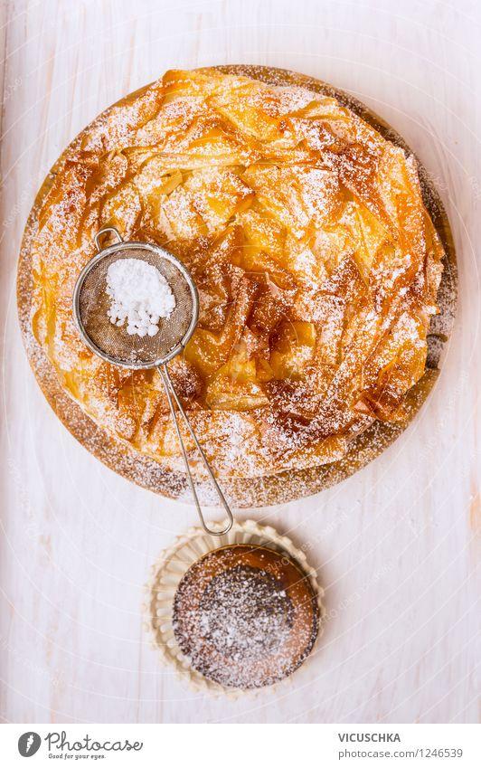 Filoteig Kuchen mit Puderzucker Stil Essen Foodfotografie Lebensmittel Design gold Ernährung Tisch Kochen & Garen & Backen Küche Dessert Teller