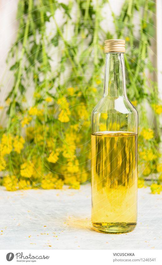 Glasflasche mit Rapsöl Lebensmittel Öl Ernährung Bioprodukte Vegetarische Ernährung Diät Flasche Stil Design Gesunde Ernährung Sommer Natur Pflanze Blatt Blüte