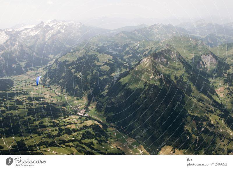 Blick zum Arnensee Lifestyle Wohlgefühl Zufriedenheit Erholung ruhig Freizeit & Hobby Ausflug Freiheit Sommer Berge u. Gebirge Sport Gleitschirm