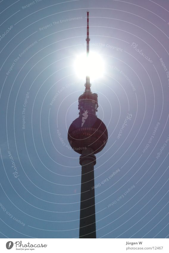 Strahlend Gegenlicht Antenne Himmel Architektur Berlin Berliner Fernsehturm blau Sonne hoch Hauptstadt radio tower sky blue sun back light capital high antenna