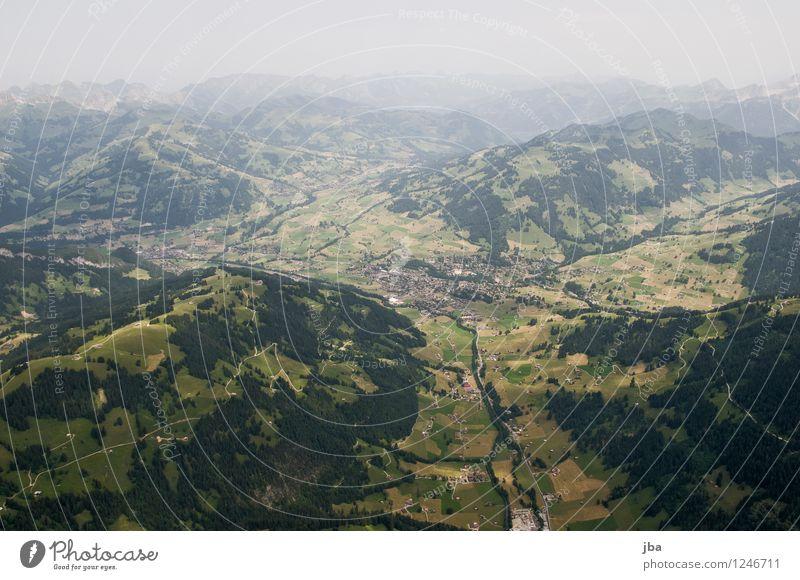 Gstaad von Süden Lifestyle Wohlgefühl Zufriedenheit Erholung ruhig Freizeit & Hobby Ausflug Freiheit Berge u. Gebirge Sport Gleitschirmfliegen Sportstätten