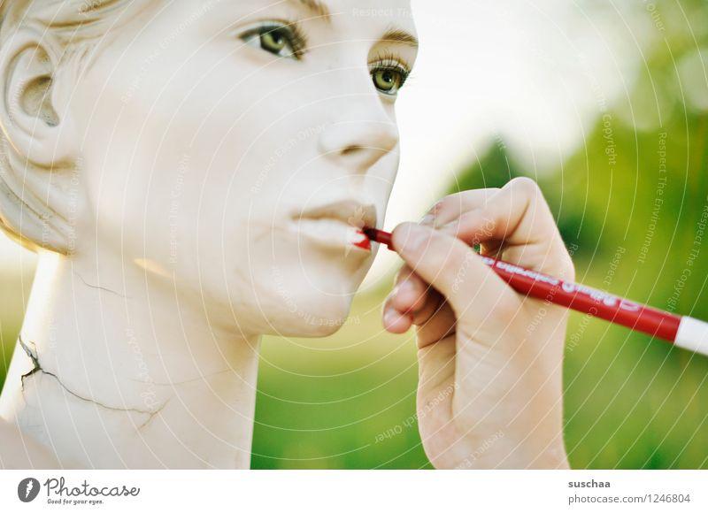 verschönern ... Gesicht Kopf Schaufensterpuppe Auge Nase Mund leblos falsch perfekt kalt Hand Finger malen Filzstift rot Lippen