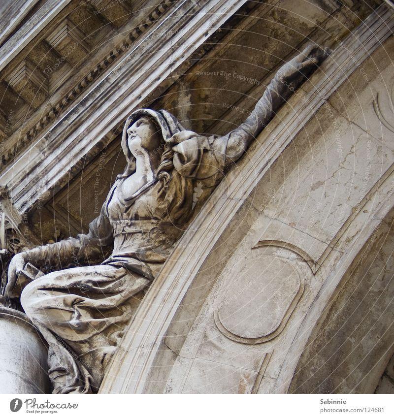 Verzweiflungstat Frau Hand Haare & Frisuren Stein Arme Kleid Statue Locken Kapuze Venedig Umhang Gotteshäuser salutieren
