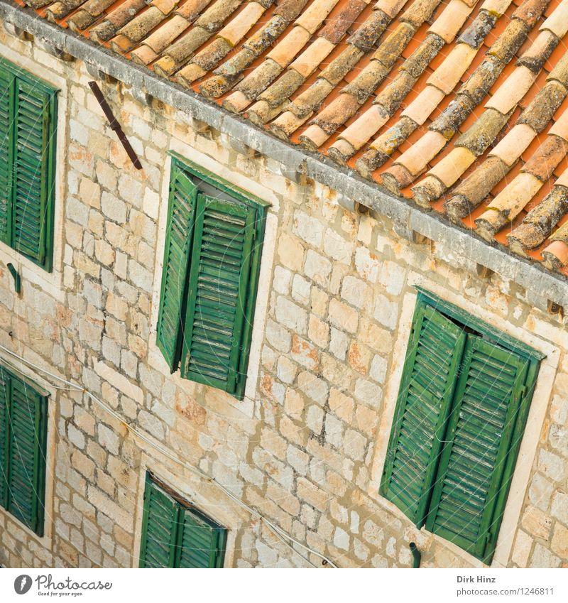 Old Town - Dubrovnik Stadt alt grün Haus Wand Architektur Gebäude Mauer braun Fassade orange Tourismus leer geschlossen Vergänglichkeit Dach
